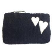 Mobilpung sort med hvite hjerter