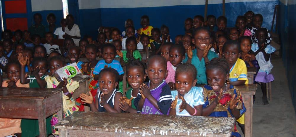 Sierra Leone - mange barn skole