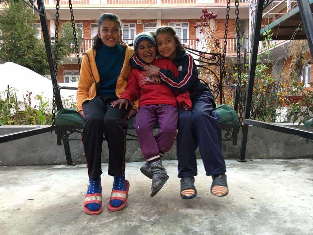 Anjali, Puspa og Saki_1000