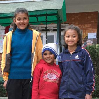Anjali, Puspa og Saki_tett_1000