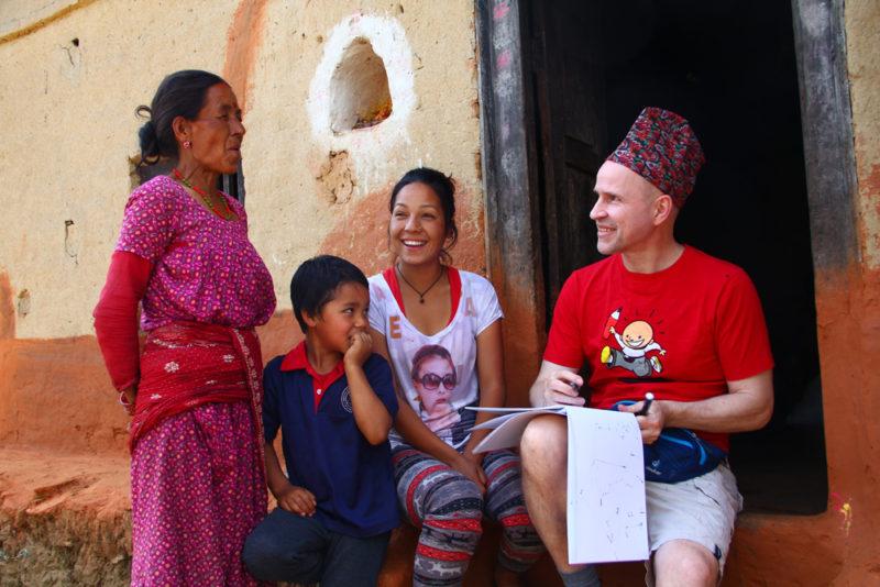 4 - Øistein tegner familien til Nischal 1000