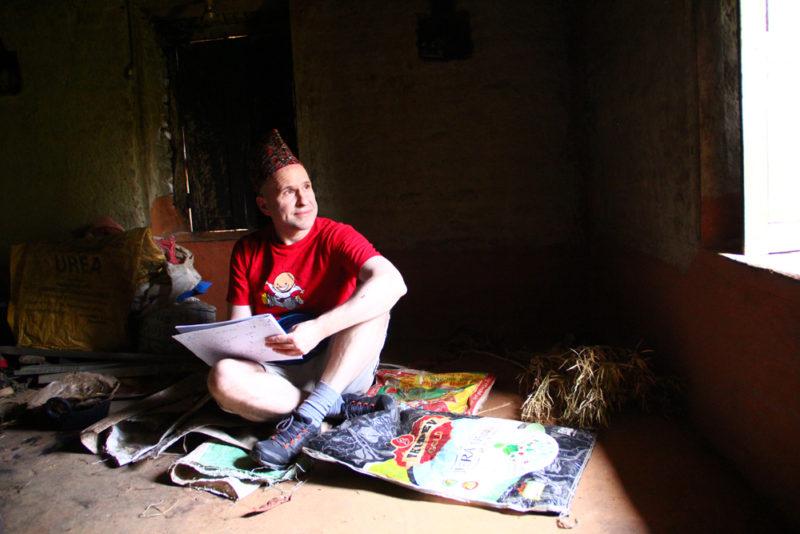8 - Øistein tenker og tegner hjemme hos Nischal 1000