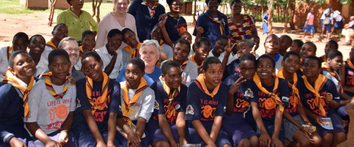Jenter hjelper jenter i Malawi