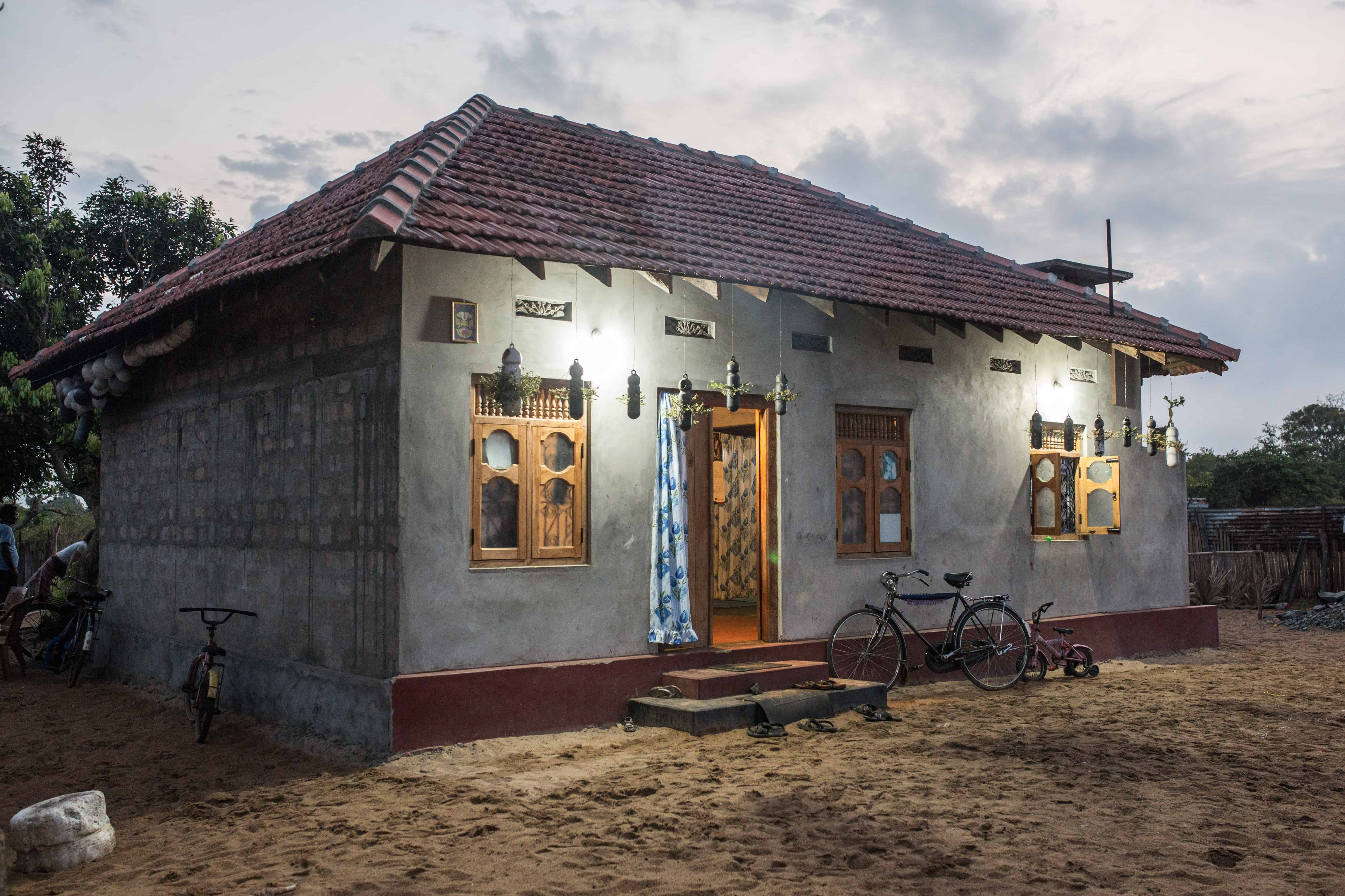 Familien til Sivatas har flyttet inn i nytt hus